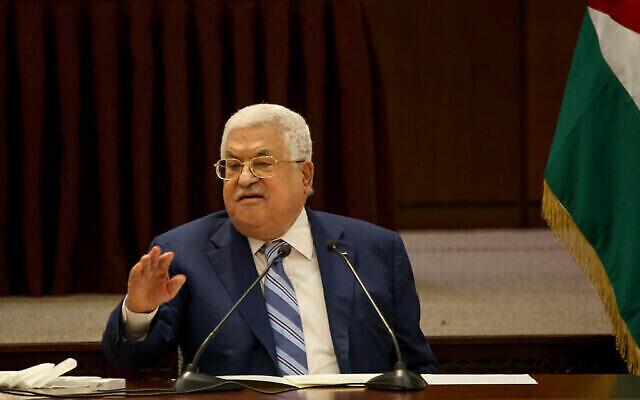 تصویر: محمود عباس، رئیس تشکیلات خودگردان فلسطینیان حین در گفتگو در جلسه حلقهٔ رهبری فلسطینیان در رام الله، کرانه غربی، ۱۸ اوت ۲۰۲۰. (Flash90)