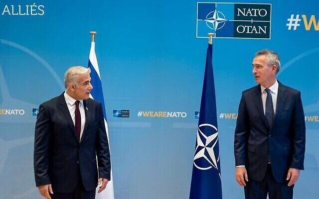 تصویر: یائیر لپید وزیر خارجه اسرائیل در ملاقات با «جنز استولتنبرگ» دبیرکل ناتو در بروکسل، ۱۲ ژوئیه ۲۰۲۱.  (NATO)