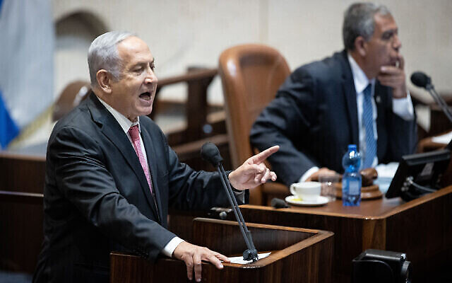 تصویر: بنیامین نتانیاهو رهبر اپوزیسیون حین ایراد سخن درنشستی از پلنوم کنست، ۲ اوت ۲۰۲۱.  (Yonatan Sindel/Flash90)