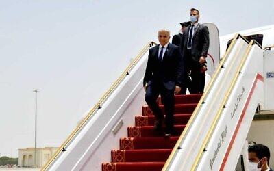 تصویر: یائیر لپید وزیر خارجه حین ورود به ابوظبی، امارات متحد عربی، ۲۰ ژوئن ۲۰۲۱.  (Shlomi Amsalem/GPO)