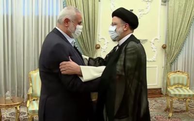 تصویر: «اسماعیل هنیه» رهبر حماس، چپ، در دیدار با «ابراهیم رئیسی» رئیس جمهور ایران در دفتر ریاست جمهوری رئیسی، ۶ اوت ۲۰۲۱. (Screen capture/YouTube)