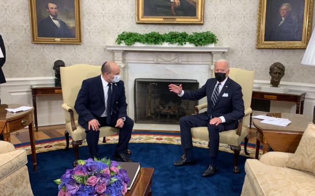 تصویر: جو بایدن رئیس جمهوری ایالات متحده متحده در ملاقات با نفتالی بنت نخست وزیر اسرائيل در تالار بیضی کاخ سفید، جمعه، ۲۷ اوت ۲۰۲۱، واشنگتن. (AP/Evan Vucci)