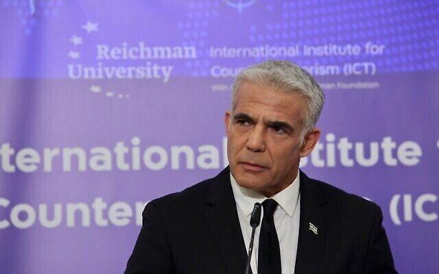 تصویر: یائیر لپید وزیر خارجهٔ اسرائيل حین سخنران در کنفرانس سالانهٔ هرتصلیه؛ ۱۲ سپتامبر ۲۰۲۱.  (Ronen Toppleberg)