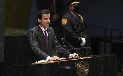 تصویر: شیخ تمیم بن حمد آل ثانی، امیر قطر، حین سخنرانی در هفتادوششمین مجمع عمومی سازمان ملل در مقر سازمان در شهر  نیویورک، سه شنبه، ۲۱ سپتامبر ۲۰۲۱. (Timothy A. Clary/Pool Photo via AP)