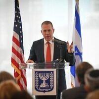 تصویر: گیلاد اردان سفیر اسرائیل در سازمان ملل حین سخنرانی در مقابل رهبران جامعهٔ یهودیان آمریکا در نیویورک، ۲۷ ژوئن ۲۰۲۱. (Shahar Azran)