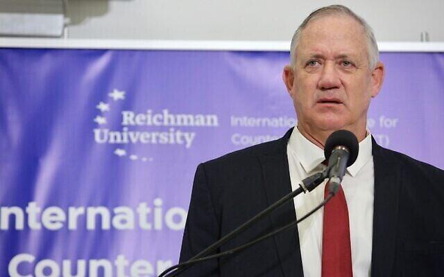 تصویر: بنی گانتز وزیر دفاع حین سخنرانی در کنفرانس مقابله با تروریسم در دانشگاه رایشمن هرتصلیه، ۱۲ سپتامبر ۲۰۲۱. (Ronen Topelberg)