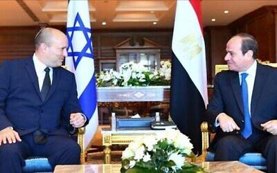 تصویر: نفتالی بنت نخست وزیر اسرائیل، چپ، و عبدالفتاح السیسی رئیس جمهوری مصر حین ملاقات در ۱۳ سپتامبر ۲۰۲۱، در شرم الشیخ. (Kobi Gideon/GPO)