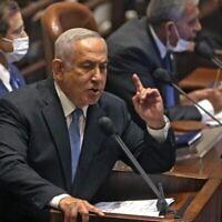 بنیامین نتانیاهو رهبر اپوزیسیون و نخست وزیر پیشین حین سخنرانی در گشایش دورهٔ زمستانی کنست در اورشلیم، ۴ اکتبر ۲۰۲۱. (Menahem KAHANA / AFP)