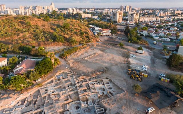 عکس هوایی از مجموعهٔ چرخشت های بیزانسی که در یاونه کشف شد. (Asaf Peretz/IAA)