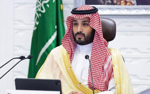 تصویر: در عکسی از ۲۲ نوامبر ۲۰۲۱، «محمد بن سلمان» ولیعهد سعودی در نشست مجازی جی۲۰ که از طریق ویدئو کنفرانس در ریاض، عربستان سعودی برگزار شد، شرکت دارد.  (Bandar Aljaloud/Saudi Royal Palace via AP)