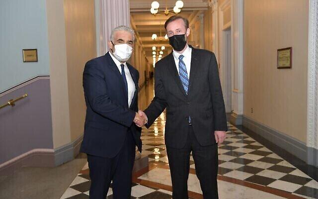 تصویر: یائیر لپید وزیر خارجه اسرائيل در ملاقات با «جیک سولیوان» مشاور امنیت ملی ایالات متحده در واشنگتن، ۱۲ اکتبر ۲۰۲۱. (Shlomi Amsalem/GPO)