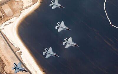تصویر: جت های جنگندهٔ اف۳۵ اسرائيل در رزمایش هوایی «پرچم آبی» ارتش در اکتبر ۲۰۲۱.  (Israel Defense Forces)
