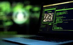 تصویر تزئینی: اسکریپت برنامه نویسی بر صفحهٔ کامپیوتر. (Motortion/iStock by Getty Images)