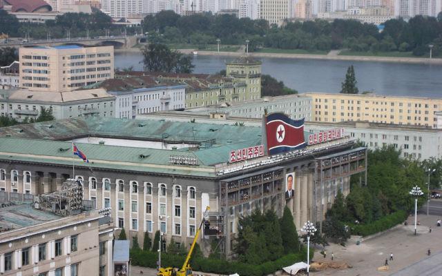 Un bâtiment gouvernemental à Pyongyang, la capitale nord-coréenne. Illustration. (Crédit : David Stanley/CC BY/Flikr)