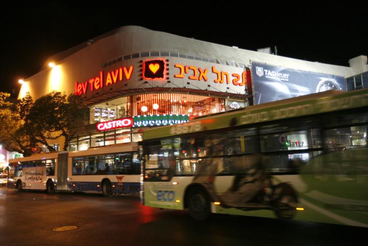Buses near Dizengoff Center in Tel Aviv (photo credit Miriam Alster/Flash90)