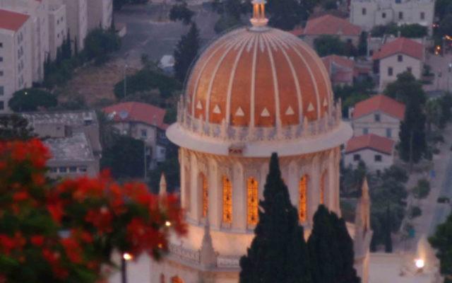 Le sanctuaire dans le jardins de Bahai à Haifa. (Crédit : Yossi Zamir / Flash90)
