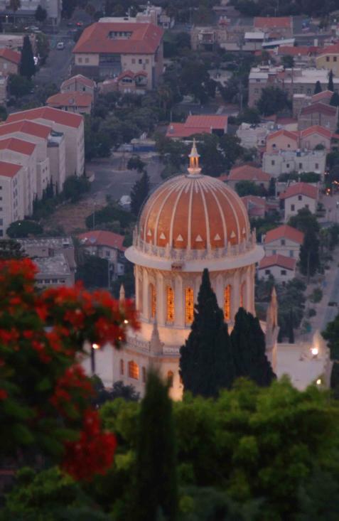 The shrine in the Bahai Gardens above Haifa (Yossi Zamir / Flash90)
