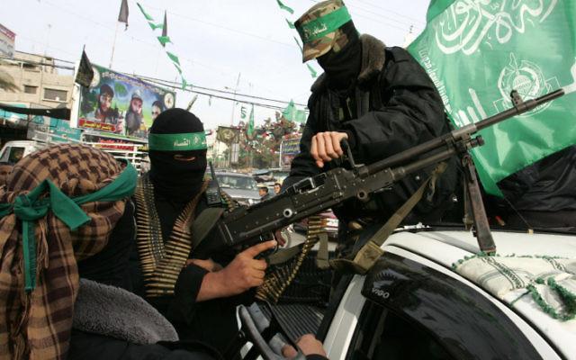 Des terroristes du Hamas (Crédit : Abed Rahim Khatib / Flash90)