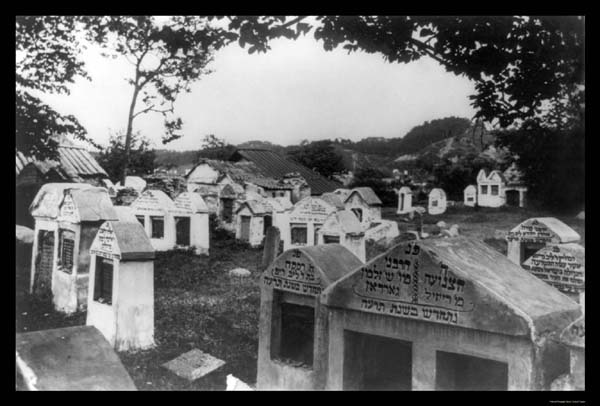 Jewish Cemetery Vilnius, 1922 (photo credit: Unknown, Wikimediacommons)