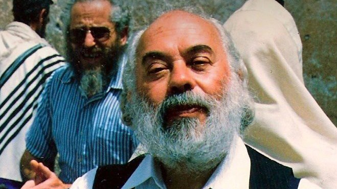 Rabbi Shlomo Carlebach during a visit to the Kotel in Jerusalem, early 1990s. (Shlomo Carlebach Legacy Trust)