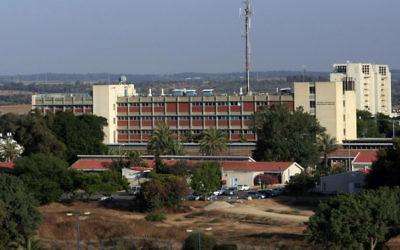 Le centre médical Barzilai à Ashkelon. (Crédit : Tsafrir Abayovr/Flash90)