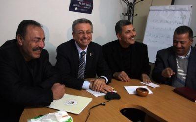 Mustafa Barghouti, (deuxième en partant de la gauche), (Crédit : Issam Rimawi/Flash90)