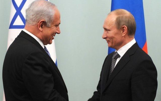 Vladimir Poutine (à droite) accueille Benjamin Netanyahu à Moscou en mars 2012 (Crédit photo: Avi Ohayon / GPO / Flash90)