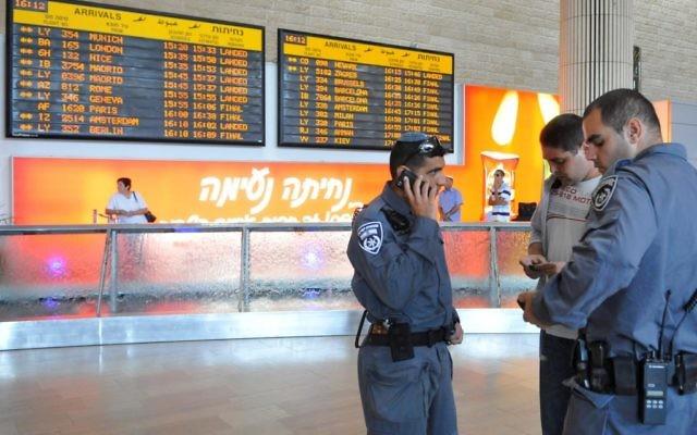 Policiers à l'aéroport international Ben Gurion. Illustration. (Crédit : Yossi Zeliger/Flash90)