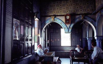 La synagogue de la Ghriba à Djerba, Tunisie (Crédit : upyernoz via CC/JTA)
