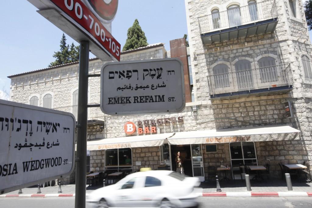 netanyahu abandonne l article sur la langue arabe du projet de loi sur l etat juif the times. Black Bedroom Furniture Sets. Home Design Ideas