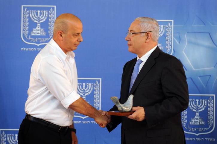 Former Shin Bet chief Yuval Diskin (left) and Prime Minister Benjamin Netanyahu last year. (photo credit: Moshe Milner/GPO/Flash90)