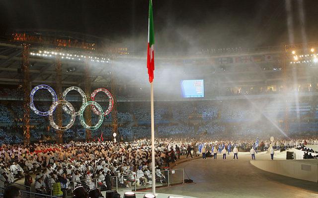 Le symbole olympique dans un stade durant les Jeux de 2006. Illustration. (Crédit : Bryan Allison/CC BY-SA/Flickr)