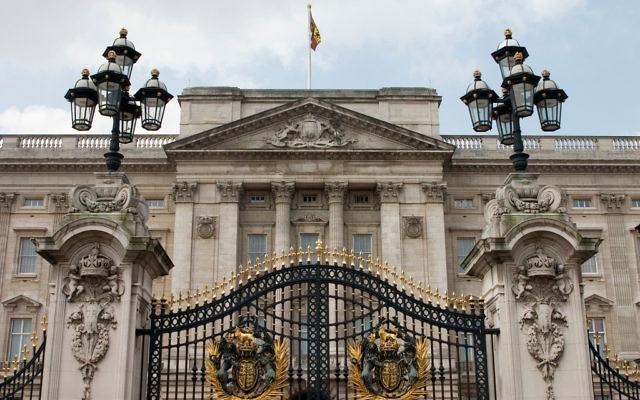 Buckingham Palace, la résidence officielle de la reine, à Londres. (Crédit : CC BY / jimmyharris / Flickr)