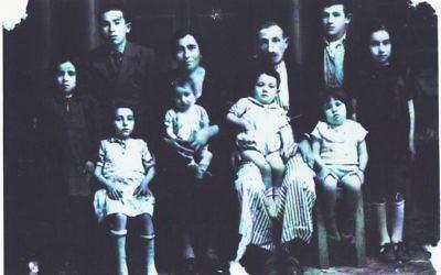 Les Bagdadi, une famille juive d'Alep, en Syrie, vers 1940. D'Alep, et d'autres villes et villages à travers l'Afrique du Nord et le Moyen-Orient, environ 850 000 Juifs ont été chassés de leurs maisons à partir du milieu du 20e siècle (Autorisation Ron Asher)