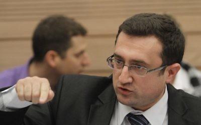 Robert Ilatov, député de Yisrael Beytenu, à la Knesset, en décembre 2011. (Crédit : Miriam Alster/Flash90)