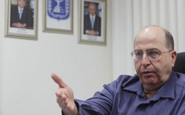 Le ministre de la Défense Moshe Ya'alon (Crédit : Miriam Alster/Flash90)