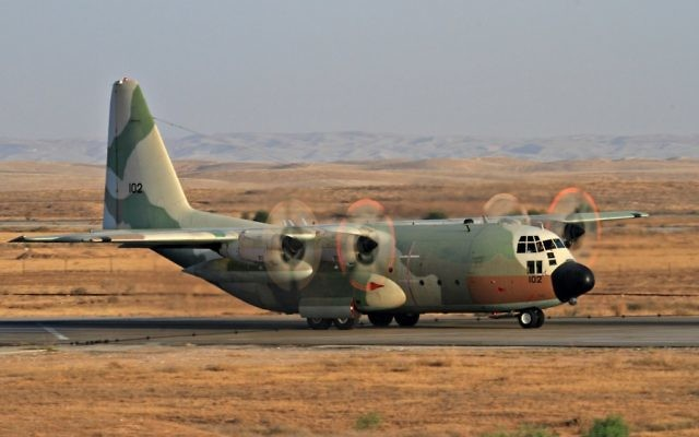 Un avion Lockheed C-130 Hercules de l'Armée de l'air israélienne, le 28 juin 2011 (Photo par Ofer Zidon/Flash90)