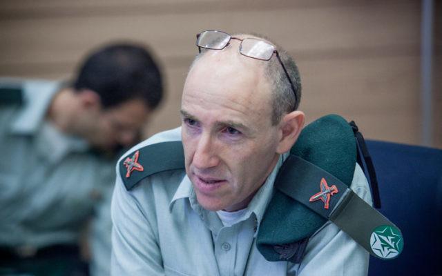 Le général Itai Brun, directeur de la division du renseignement de l'Armée israélienne au cours d'une audition à la Knesset en 2012 (Crédit : Noam Moskowitz/Flash90)