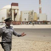 Photo d'archives datant de 2010 de la centrale nucléaire de Bouchehr en Iran. (Crédit : AP / Vahid Salemi)