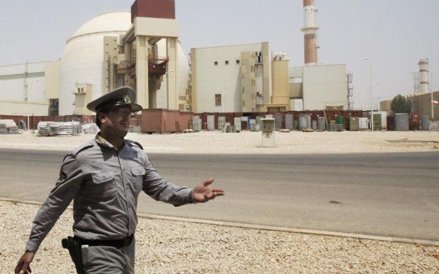 Une photo d'archives datant de 2010 de la centrale nucléaire de Bouchehr en Iran. (Crédit : AP / Vahid Salemi)