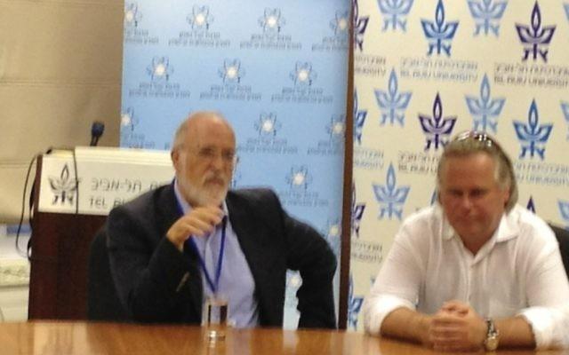 Le professeur Yitzhak Ben-Israel (à gauche), avec Eugene Kaspersky, lors d'une conférence de cyber-sécurité à Tel-Aviv  le 12 juin 2013 (Photo: Autorisation)