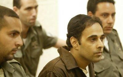 Yigal Amir, l'assassin du Premier ministre Yitzhak Rabin, comparait devant le tribunal, en 2004. (Crédit : Yoram Rubin/Flash90)