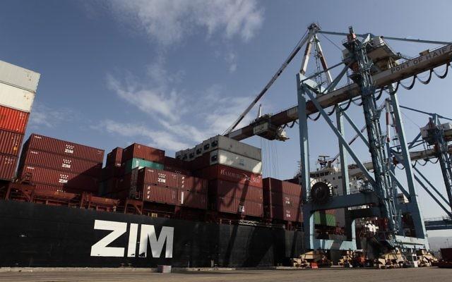 Des conteneurs de transport au port d'Haïfa. (Crédit photo: Yaakov Nahumi / Flash90)