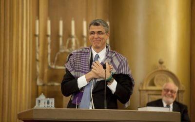 Le rabbin Rick Jacobs lors de sa nomination à la tête du mouvement réformé, en 2012. (Crédit : Clark Jones/ Union pour un judaïsme réformé)
