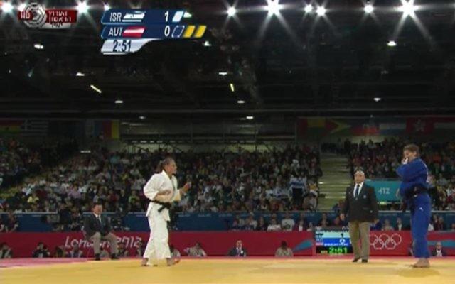 La judoka Alice Schlesinger (blanc) à Londres, le 31 juillet 2012 (Crédit : capture iba.org.il)