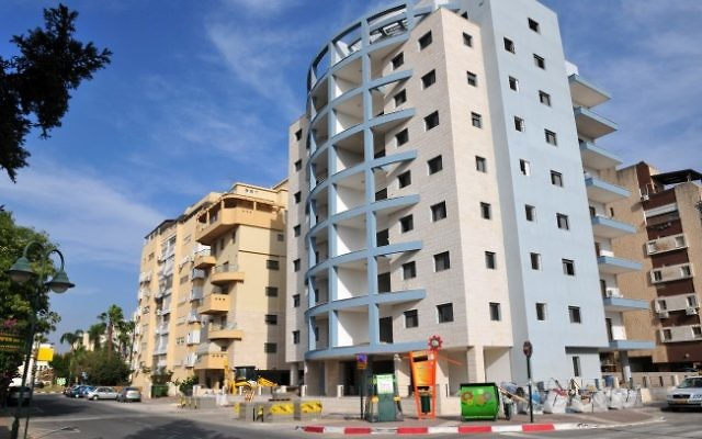 Une vue d'une rue de la ville d'Afula. (Shay Levy / Flash90)