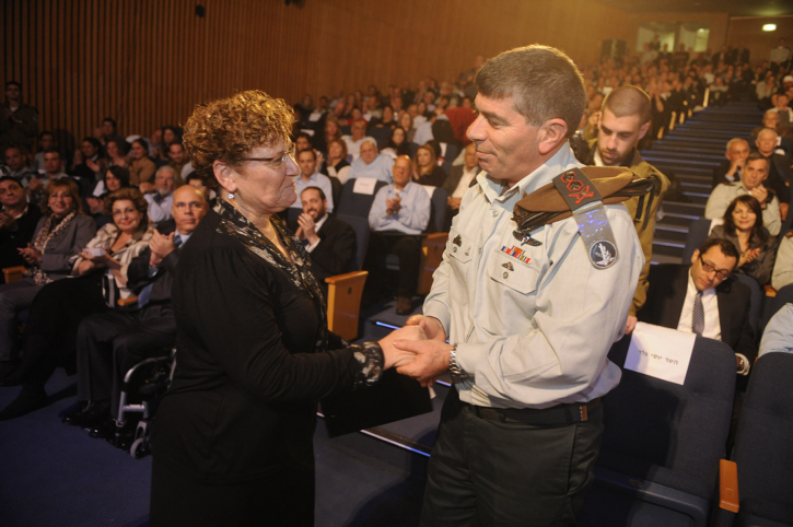 Miriam Peretz, mother of two fallen Israeli soldiers, shakes hands with outgoing Chief of Staff Lieutenant General Gabi Ashkenazi during a farewell event in Tel Aviv, in 2011. In 2012 a burglar stole mementos of her sons from the Peretz home in Jerusalem. (photo by Michael Shvadron/IDF Spokesperson/Flash90)
