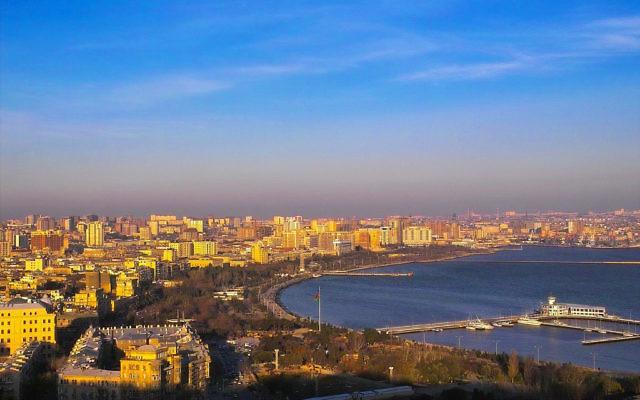 Bakou, la capitale de l'Azerbaijan (Crédit : CC BY David Davidson/Flikr)