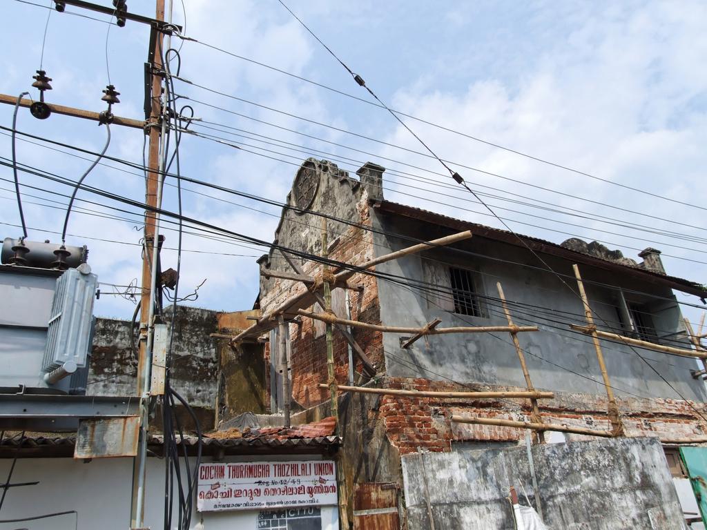 A crumbling old Cochin synagogue (photo credit: CC-BY, Emmanuel Dyan via Flickr)