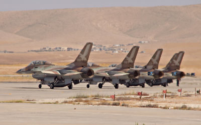 Des F-16B de l'armée de l'air israélienne, en juin 2011. Illustration. (Crédit : Ofer Zidon/Flash90)
